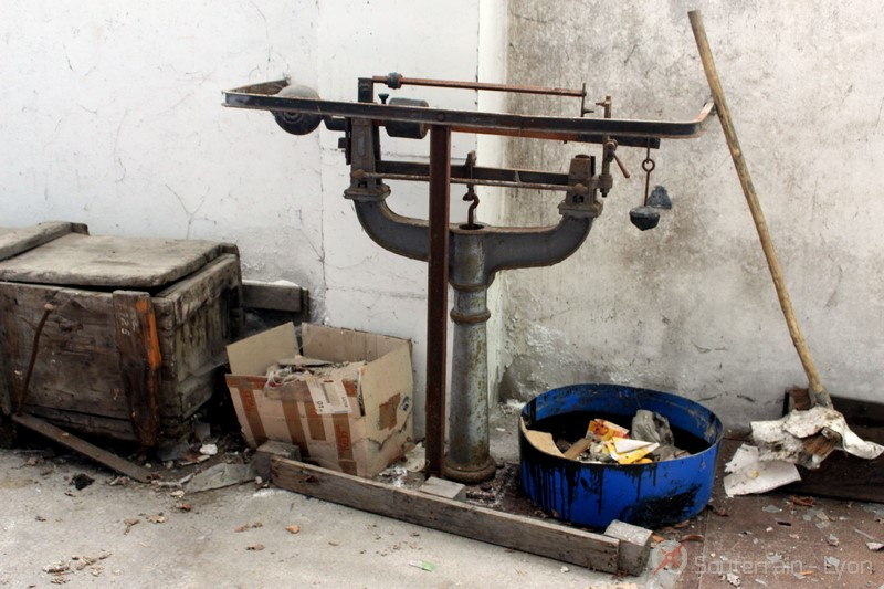 friche usine abandonnée en carton