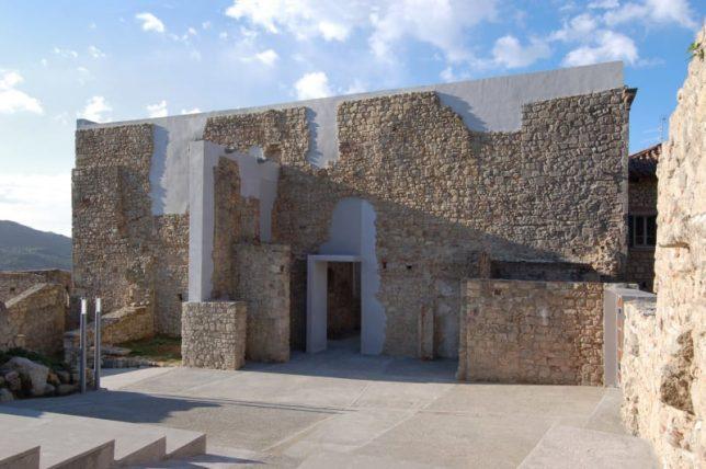 Restauration de ruines eglise de Sant Antonio Couvent Clarisse à Santa Fiora par 2TR Architecture