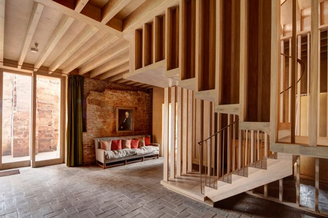 Restauration de ruines le château d'Astley par Witherford Watson Mann Architects