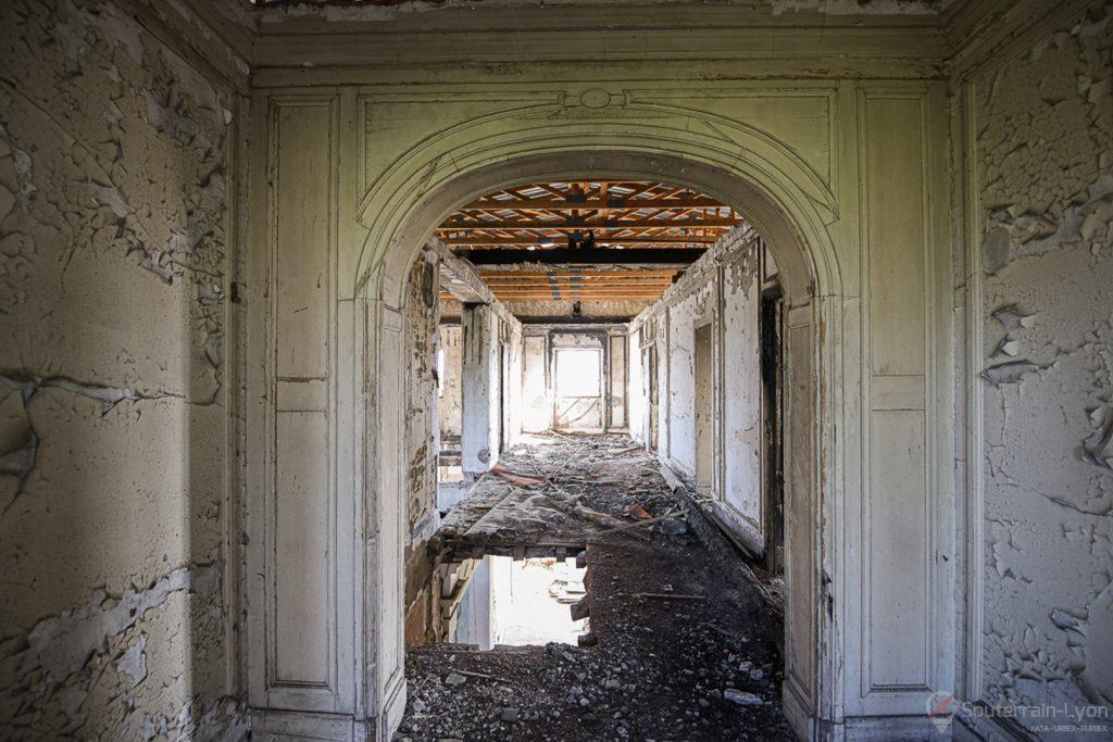 chateau bijou abandonné 6