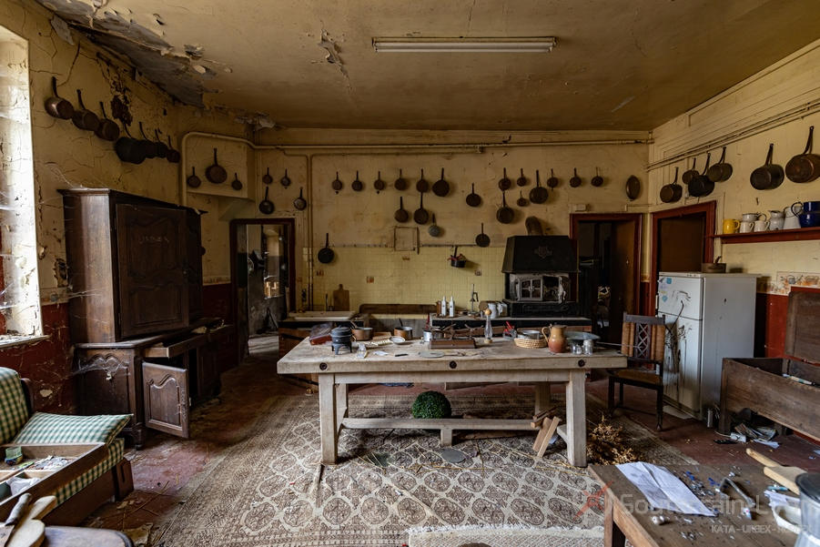 cuisine chateau secret urbex