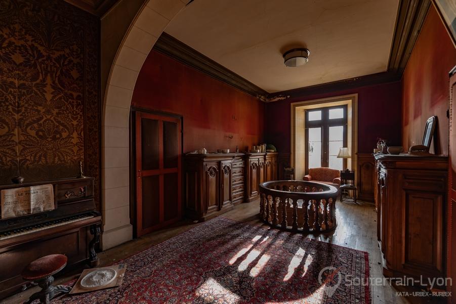 etage chateau secret